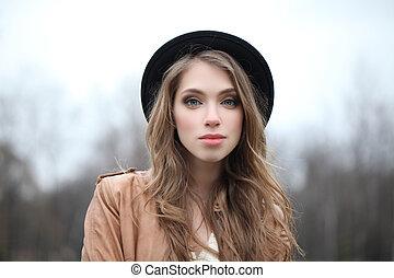 mulher, jovem, hipster, atraente, ao ar livre, retrato, chapéu