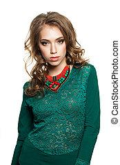 mulher, jovem, isolado, experiência verde, vestido branco