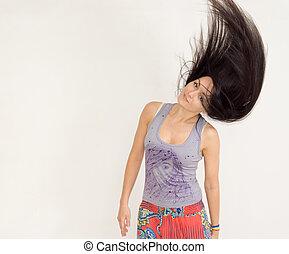 mulher jovem, lançar, dela, cabelo