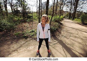 mulher jovem, ligado, ao ar livre, treinamento, sessões