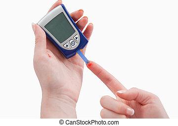 mulher, jovem, medidor, sangue, usando, glucose