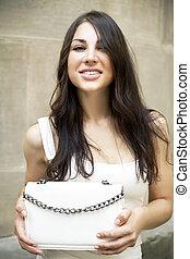 mulher jovem, moda, bolsa