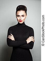 mulher jovem, modelo moda, braços cruzaram