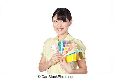 mulher jovem, mostrando, mapa cor