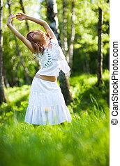mulher jovem, natureza, relaxe