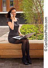 mulher, jovem, negócio,  laptop