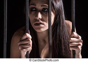 mulher jovem, olhar, detrás, barras., apanhado, mulher,...