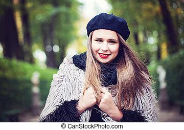 mulher, jovem, park., ao ar livre, menina, feliz