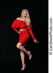 mulher, jovem, posar, sorrindo, vestido, vermelho