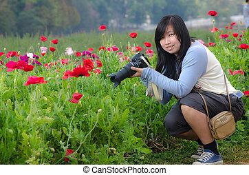 mulher jovem, prado, de, flores