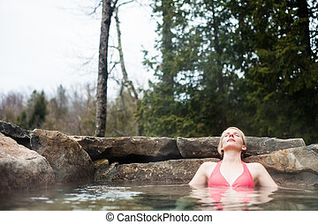 mulher jovem, relaxante, em, um, nordic, spa