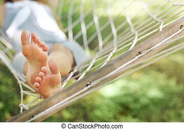 mulher jovem, relaxante, ligado, rede