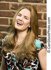 mulher jovem, rir