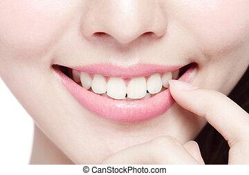 mulher jovem, saúde, dentes