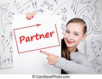 mulher jovem, segurando, whiteboard, com, escrita, word:, partner., tecnologia, internet, negócio, e, marketing.