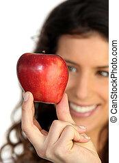 mulher jovem, segurar uma maçã