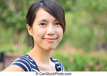 mulher jovem, sorrizo