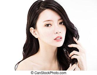 mulher jovem, tocar, dela, saudável, cabelo preto