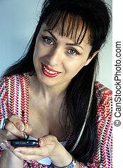 mulher jovem, trabalhando, com, um, pc bolso