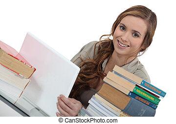 mulher jovem, trabalhar, um, atribuição