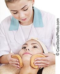 mulher, lavando rosto, por, sponge.