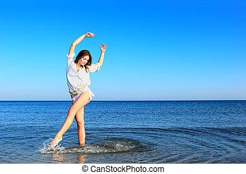 mulher, ligado, a, praia.
