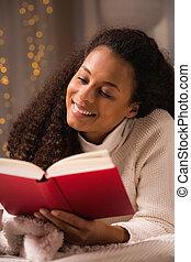 mulher, livro, cama, leitura