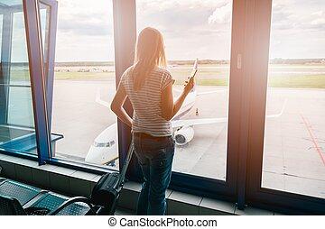 mulher, livros, um, vôo, com, a, smartphone
