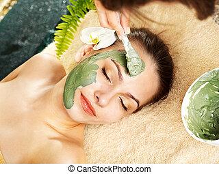 mulher, máscara, beautician., facial, argila, aplique, tendo