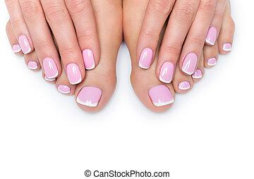 mulher, mãos, e, pés, com, manicure francês