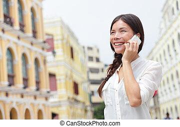 mulher, macau, negócio, falando, telefone, esperto