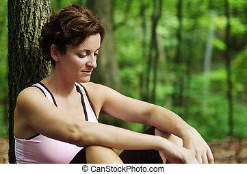 mulher madura, corredor, descansar