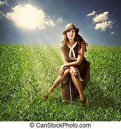 mulher, mala, sentando, ao ar livre, viajante