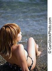 mulher, mar, sentando