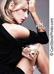 mulher, martini