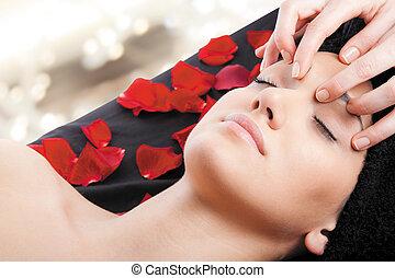 mulher, massagem, facial, relaxe