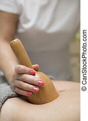 mulher, massagem, spa, maderotherapy, salão, tratamento, jovem, tendo