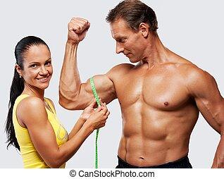 mulher, medindo, athletic's, homem, biceps.