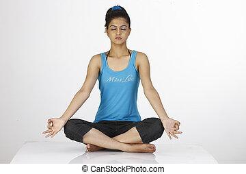 mulher meditando, pose