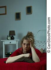 mulher, mentindo, cama, triste