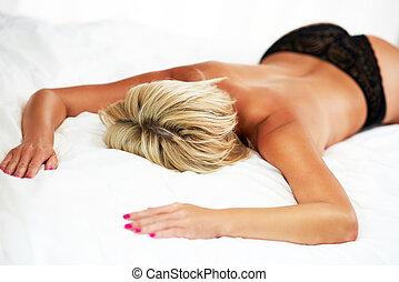 mulher, mentindo, pelado, cama, metade
