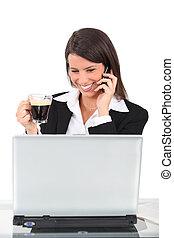 mulher, morena, computador