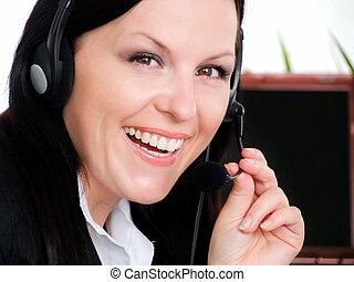 mulher, morena, sorrindo, escritório, fone