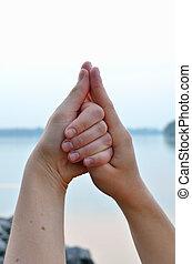mulher, mudra, contra, concha, mar, mãos