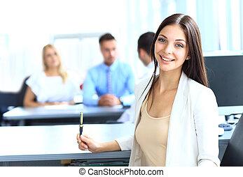 mulher negócio, com, dela, equipe, escritório