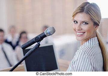 mulher negócio, dar, apresentação