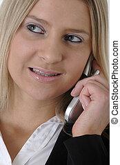 mulher negócio, em, terno negócio, falando, em, telefone pilha