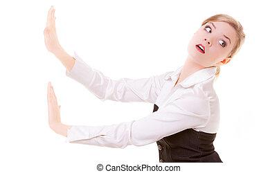 mulher negócio, empurrar, afastado, invisível, obstáculos, copy-space, isolado
