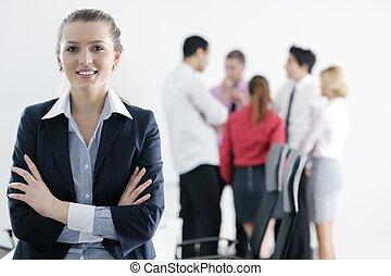 mulher negócio, ficar, com, dela, pessoal, em, fundo