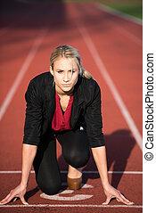 mulher negócio, pronto, para, sprint